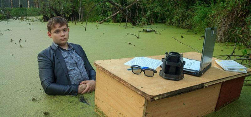 Школьник на болоте